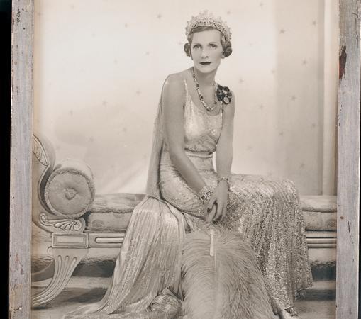 Lady Edwina luciendo la tiara en la coronación de Jorge VI