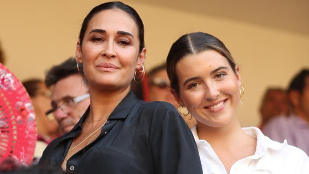 Vicky Martín Berrocal y Alba Díaz