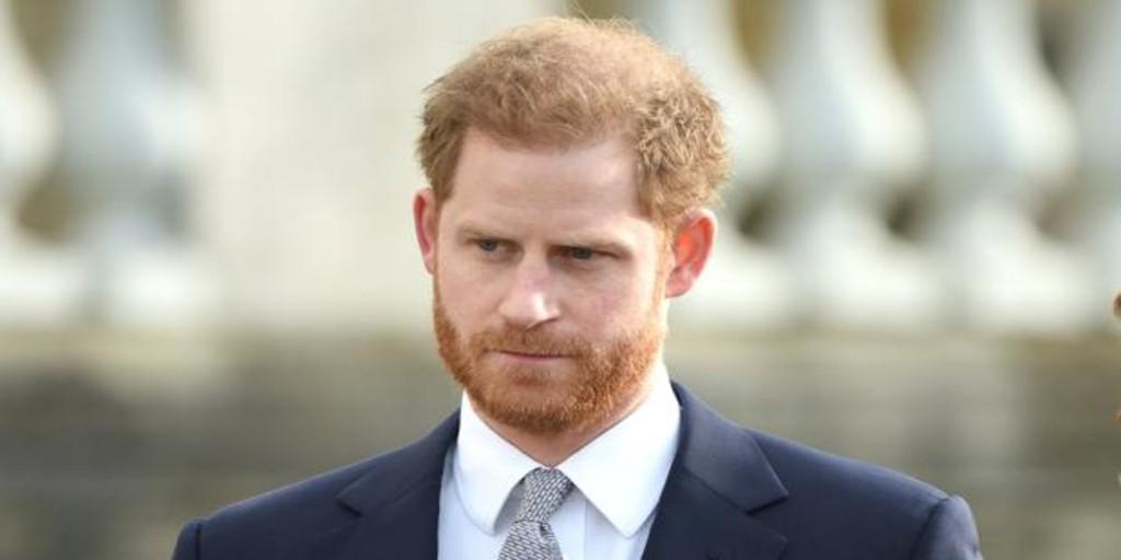 El Príncipe Harry «ignora» a la prensa en su primer acto oficial tras la polémica