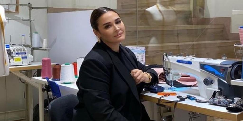 Vicky Martín Berrocal deja de confeccionar vestidos para fabricar equipamiento sanitario
