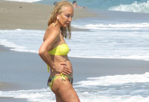 Crmen Lomana on the beach