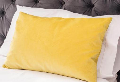 Juego de sábanas de algodón bordadas de Mayfly Home (desde 90 €)