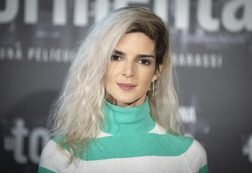 Clara Lago's new shaved look