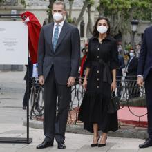 Queen Letizia with Leyre Doueil dress, Hugo Boss bag and Carolina Herrera shoes