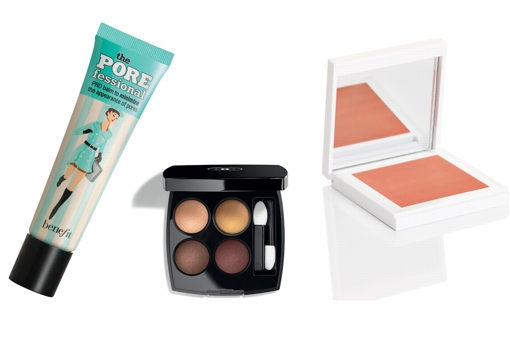 From left to right: Benefit's The POREfessional Primer (€ 37.99, at Sephora);  Chanel Les 4 Ombres eyeshadow (€ 55);  Dapop Cherry Blossom Blush (€ 12.95).