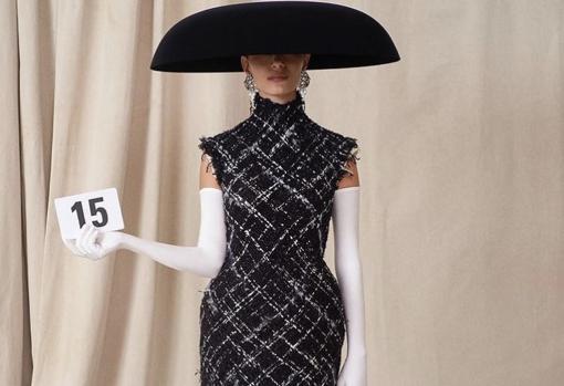 The elegant models presented by Demna Gvasalia
