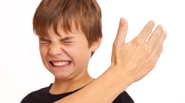 Resultado de imagen para imagenes padre pega niño cinturon