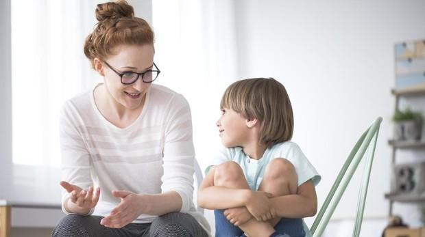 La comunicación con los hijos es un buen momento para fomentar en ellos valores como el respeto o la generosidad