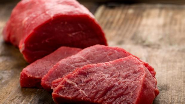 Los expertos desaconsejan lavar la carne
