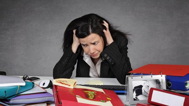 Las mujeres tienen el doble de riesgo de sufrir adicción al trabajo