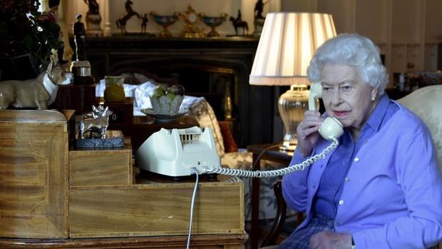 La Reina Isabel II pasó la noche del miércoles al jueves ingresada en un hospital