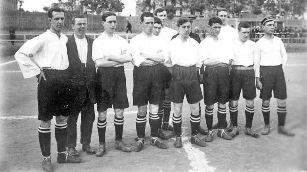 Imagen del equipo de fútbol del Plumsted de Londres, poco antes de comenzar la Primera Guerra Mundial