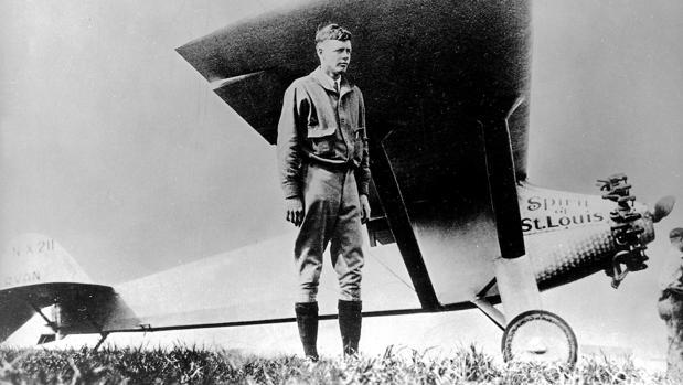 Lindbergh, al lado de su Ryan NYP con el que hizo el épico salto Nueva York-París en 1927