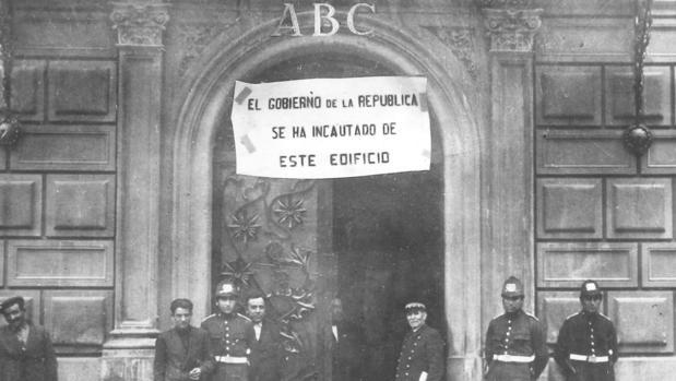 Imagen de la redacción de ABC en la calle Serrano, incautada por el Gobierno de la Segunda República, el 30 de abril de 1931
