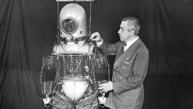 Emilio Herrera desarrolló este traje «estratonáutica» que más tarde fue adaptado por la NASA para sus viajes al espacio