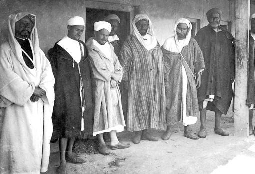 Abd el-Krim, junto a varios de sus edecanes