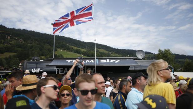 Muchos aficionados británicos han venido a Francia a presenciar el Tour