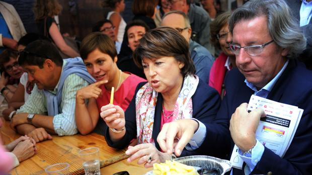 La alcaldesa de Lille, Martine Aubry, en la «Braderie» de 2012