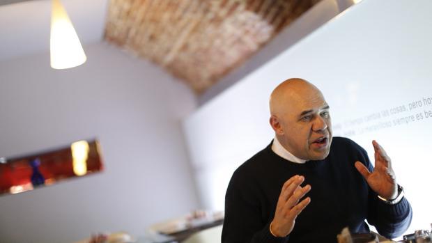 El caraqueño Jesús Torrealba, de 58 años, es un periodista y pedagogo que se define como «un luchador social de centro izquierda»