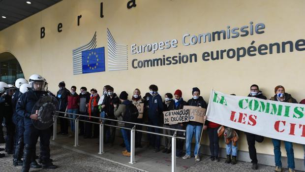 Protestas frente a la sede de la Comisión Europea por el acuerdo CETA
