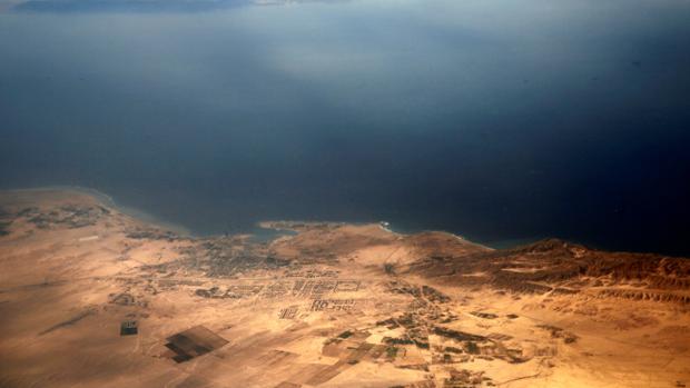 Vista aérea de las disputadas islas de Tirán y Sanafir