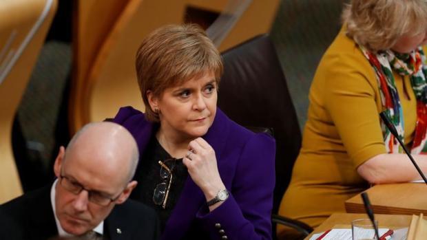 Nicola Sturgeon, jefa del gobierno escocés, en el debate del Parlamento de Edimburgo este miércoles