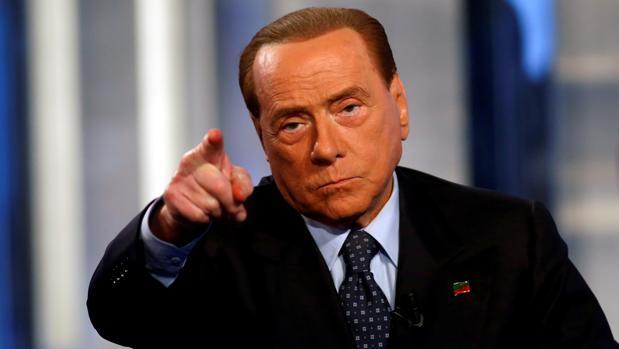 El ex primer ministro italiano Silvio Berlusconi en noviembre de 2016 en el programa de televisión «Porta a porta»