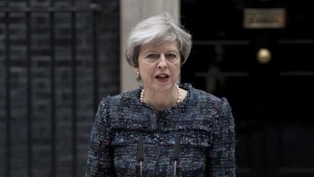 Theresa May, durante una rueda de prensa delante del número 10 de Downing Street en Londres