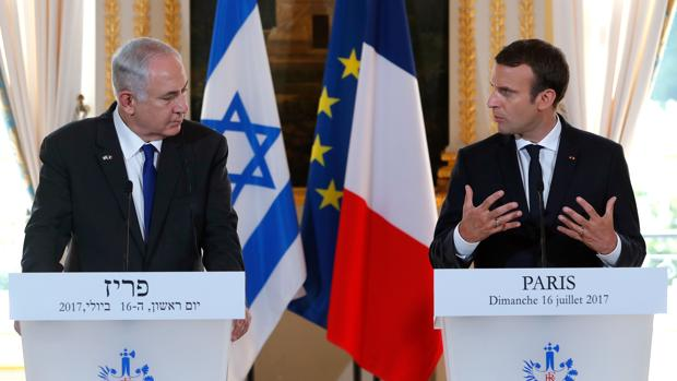 El primer ministro israelí, Benjamin Netanyahu y el presidente francés, Emmanuel Macron, durante la rueda de prensa en el Elíseo