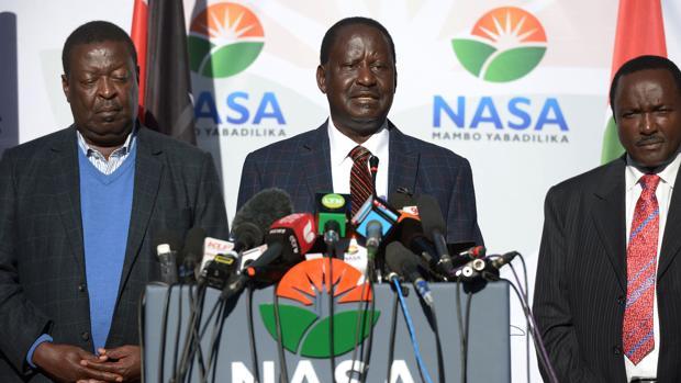 El líder de la oposición keniata, Raila Odinga, en una rueda de prensa