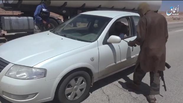 Captura del vídeo de un nuevo checkpoint de milicianos de Daesh en el centro Libia