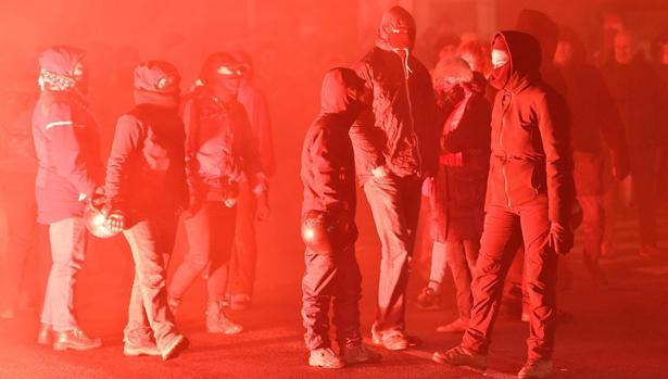 Antifascistas en una protesta contra un acto electoral del partido de extrema derecha CasaPound en Italia