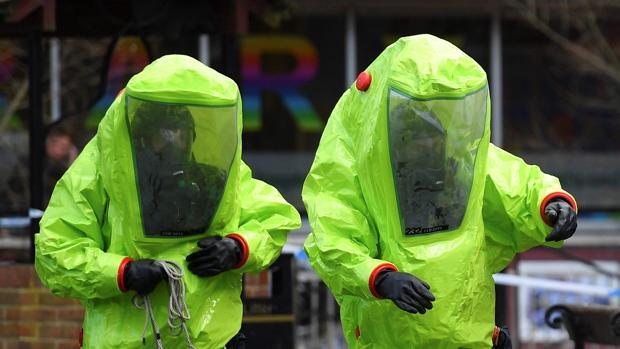 En la imagen: investigadores del agente nervioso Novichok, en Salisbury