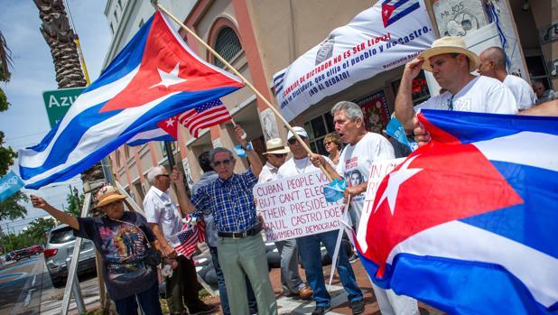 Decenas de personas se manifiestan el pasado domingo en la Pequeña Habana de Miami,