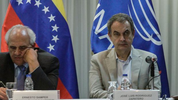 Ernesto Samper, secretario general de Unasur hasta 2017, y Rodríguez Zapatero