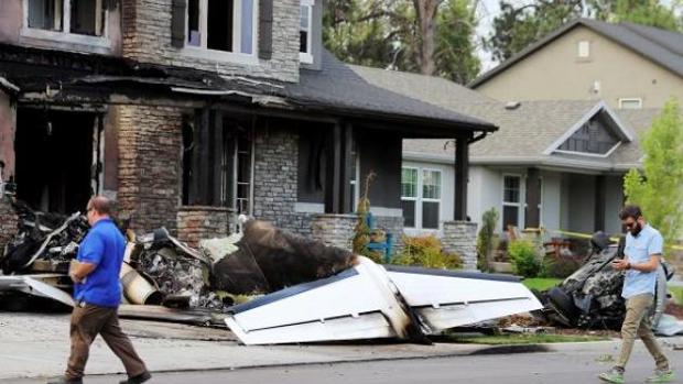 Los restos de la avioneta tras estrellarse contra la vivienda en la localidad de Payson, Utah