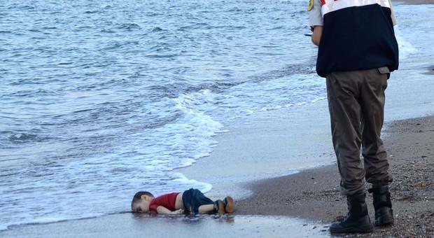 Se cumplen tres años de esta imagen que dio la vuelta al mundo del fallecimiento de Aylan en la costa de Turquía