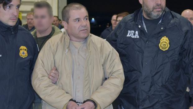 Joaquín «El Chapo» Guzmán es conducido por la Policía tras ser detenido en 2017