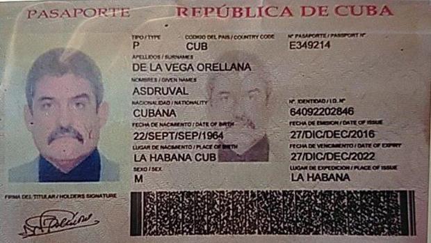 Imagen facilitada por Julio Borges del pasaporte de la persona identificada como el enviado de Cuba para reforzar la persecución a los opositores venezolanos y la protección de Nicolás Maduro