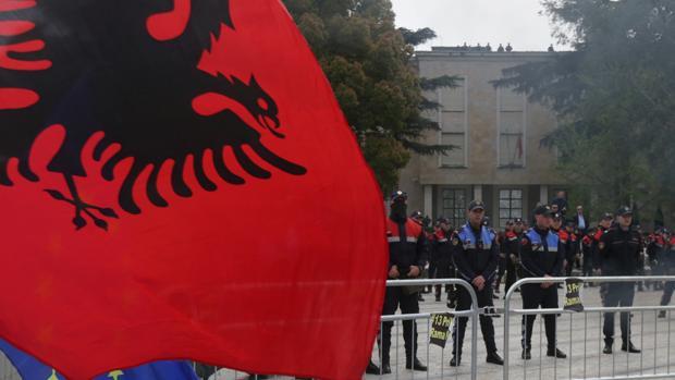 La Policía albanesa trata de esclarecer el atraco en el que ha muerto un asaltante