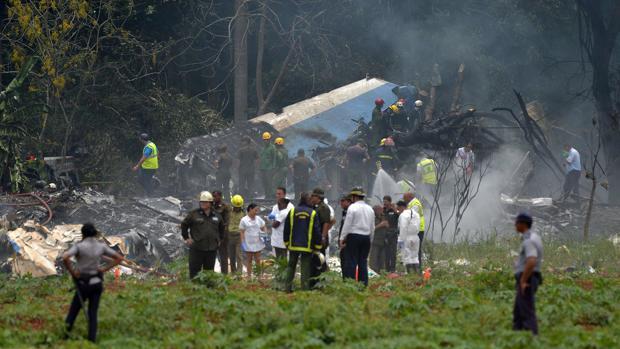 Restos del fuselaje del avión accidentado en el aeropuerto José Martí de La Habana en mayo de 2018