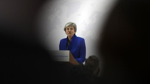 La primera ministra británica, Theresa May, presenta su nueva oferta para lograr el Brexit, ayer