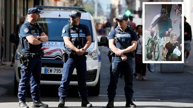 Una patrulla vigila las calles de Lyon. En el recuadro, el posible sospechoso
