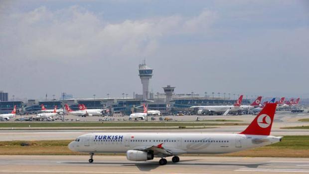 Imagen de un avión de Turkish Airlines en Estambul