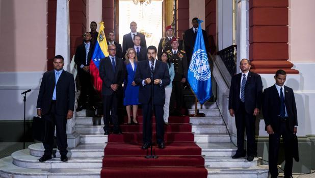 Nicolás Maduro habla tras su reunión con Michelle Bachelet, este viernes en el Palacio de Miraflores, en Caracas