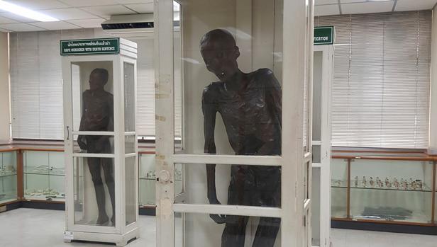 La momia del asesino en serie Si Uey Sae-Ung se conserva en un museo de Bangkok.