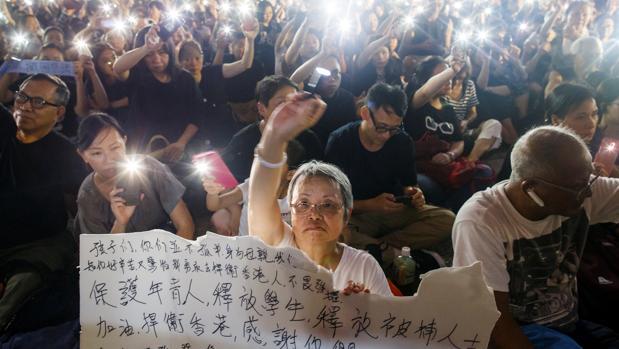 Protesta de madres en Hong Kong en apoyo de sus hijos