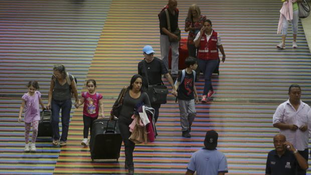 Maduro usa las tasas aeroportuarias para burlar las sanciones de EE.UU.