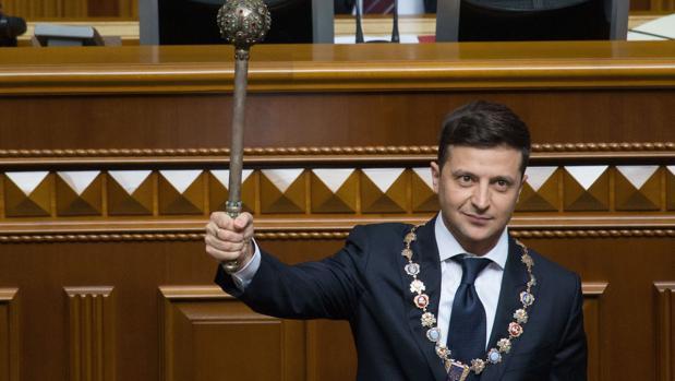El partido del cómico Zelenski logra la mayoría absoluta en el Parlamento ucraniano