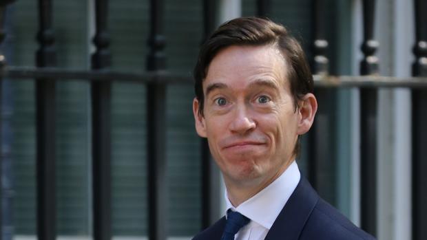 Cascada de dimisiones en el Gobierno británico por la elección de Boris Johnson como primer ministro